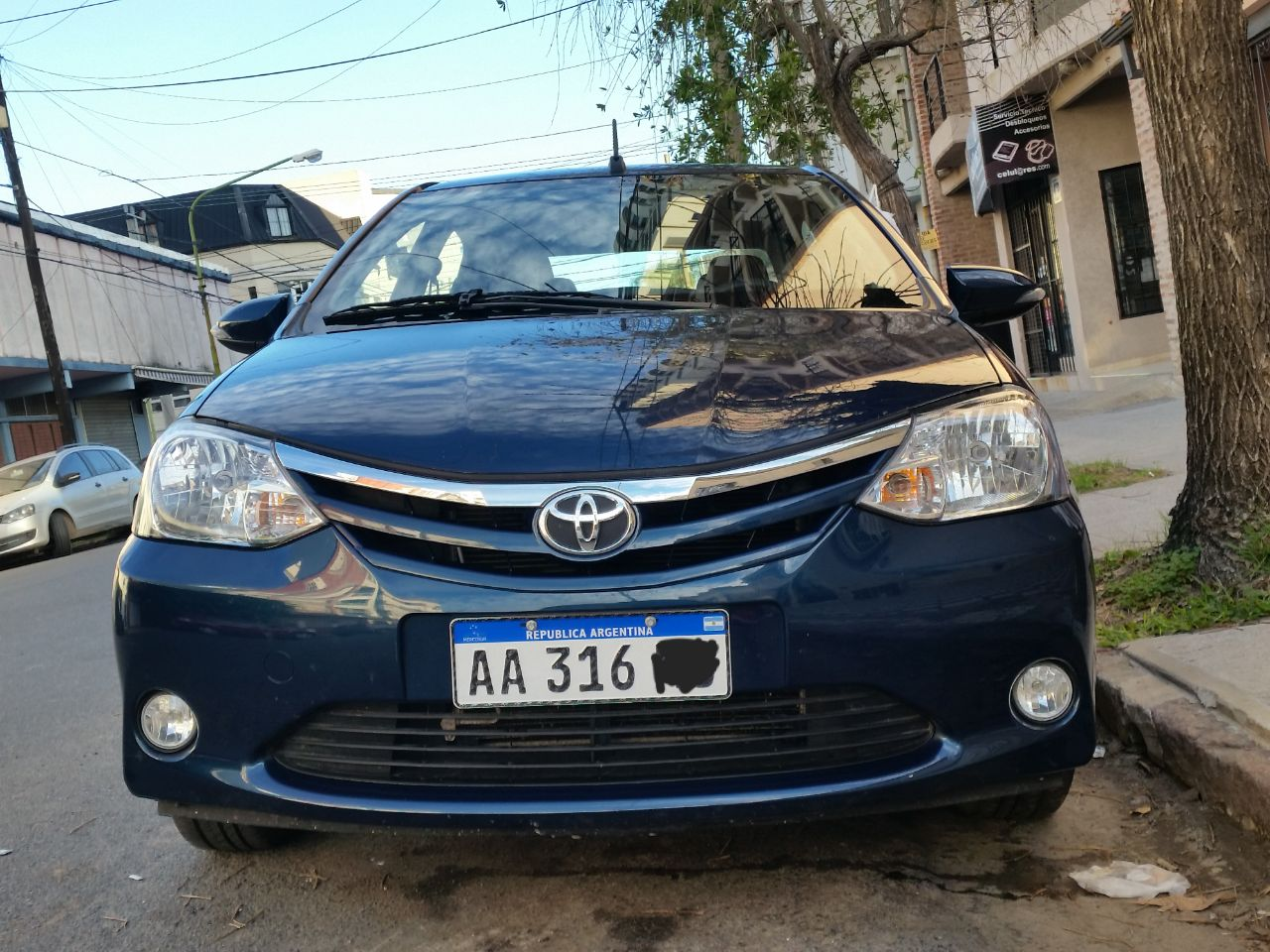 Vendo etios xls 2016 sedan 4 puertas con km for 4 puertas xls 6mt